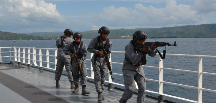 Sebelum Tiba di India, ABK KN Tanjung Datu 301 Bakamla Gelar Latihan VBSS